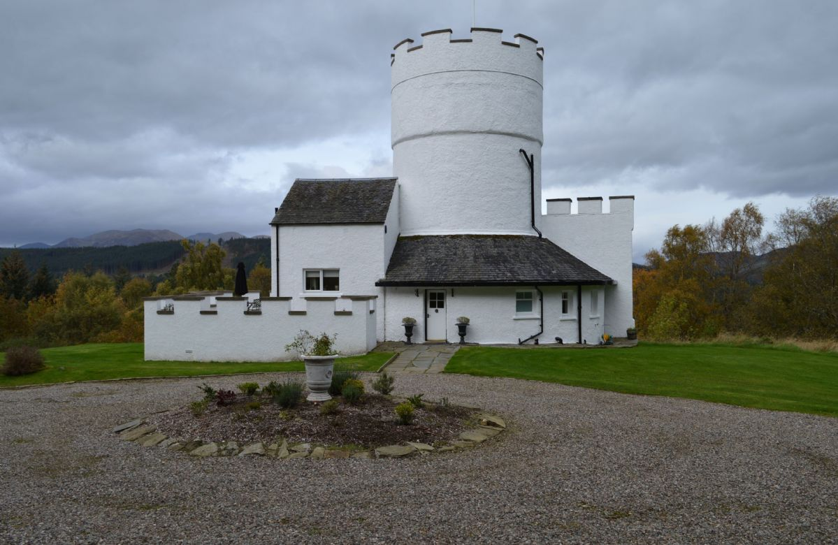 Image of The White Tower of Taymouth Castle