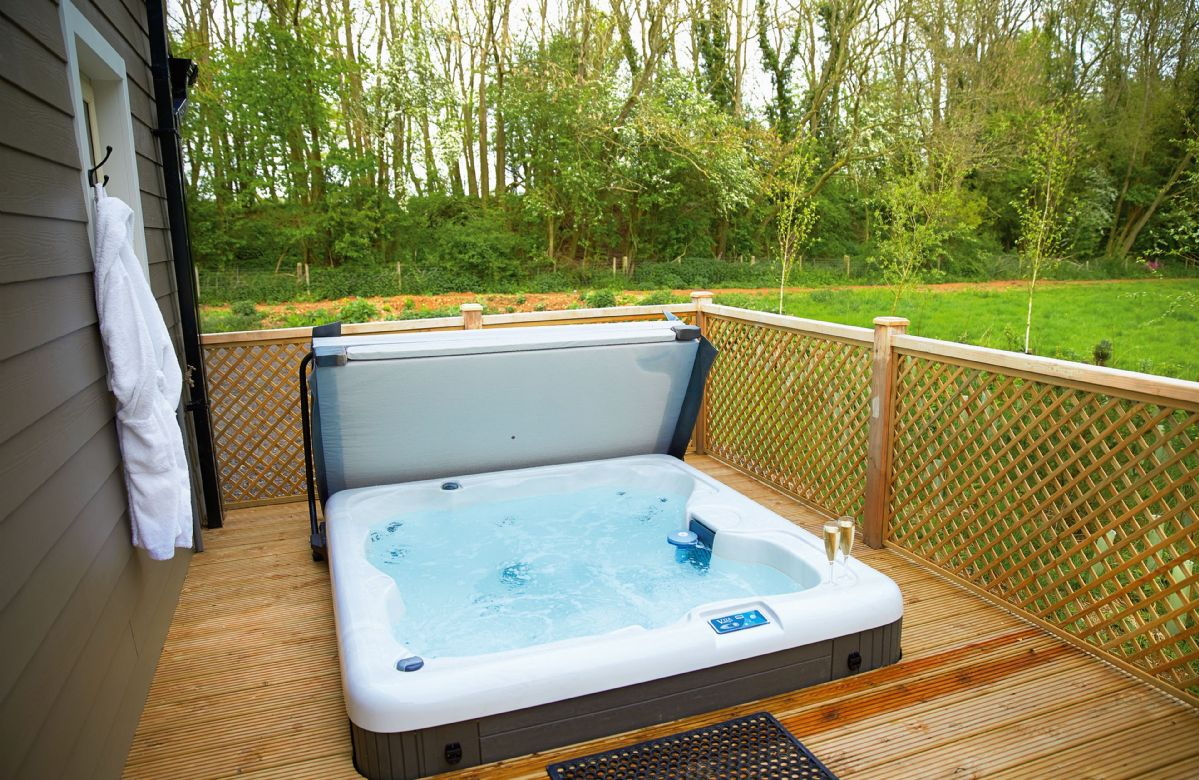 Campion Lodge a holiday cottage rental for 2 in Wakes Colne,