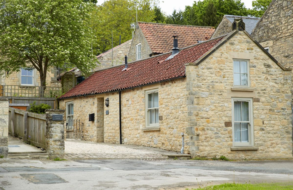 Mason's Cottage a holiday cottage rental for 2 in Ampleforth,