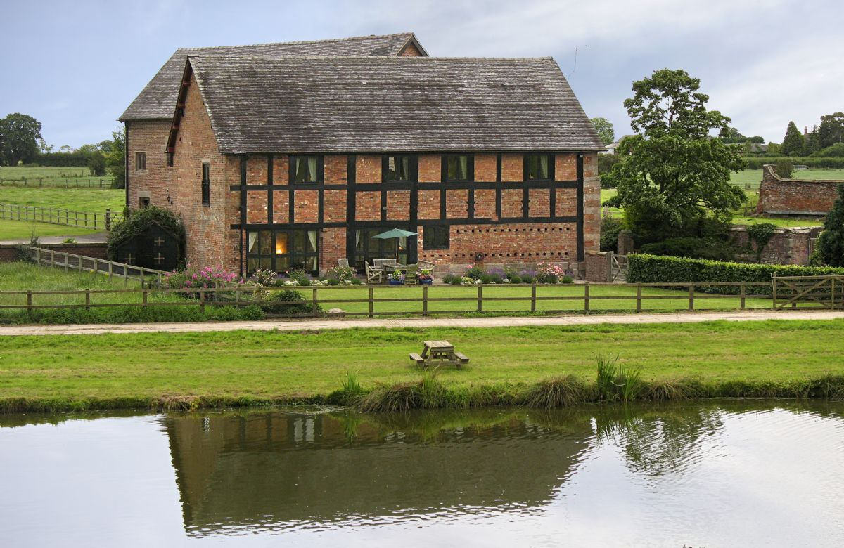 The Old Cart House a holiday cottage rental for 6 in Nantwich,
