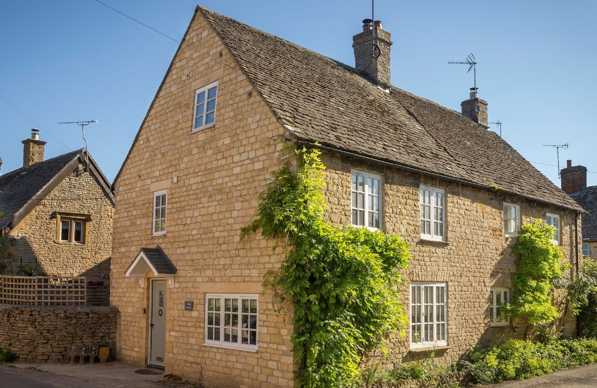 Corner Cottage a holiday cottage rental for 4 in Lower Oddington,