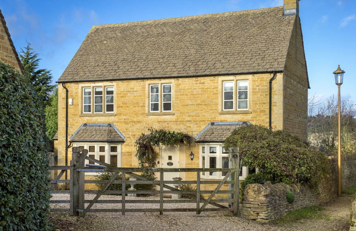Compton House a holiday cottage rental for 7 in Chipping Campden,