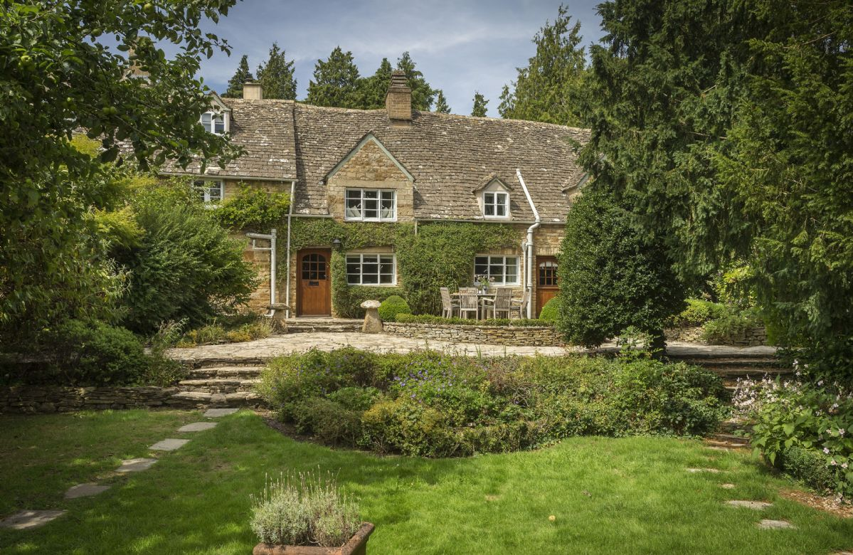 Top Cottage a holiday cottage rental for 7 in Upper Oddington,