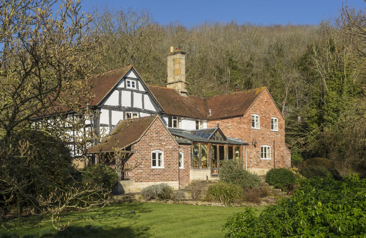 The Coppice a holiday cottage rental for 10 in Ashton under Hill,