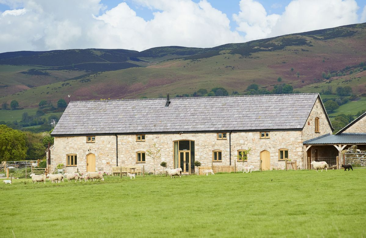 Details about a cottage Holiday at The Longbarn at Caerfallen