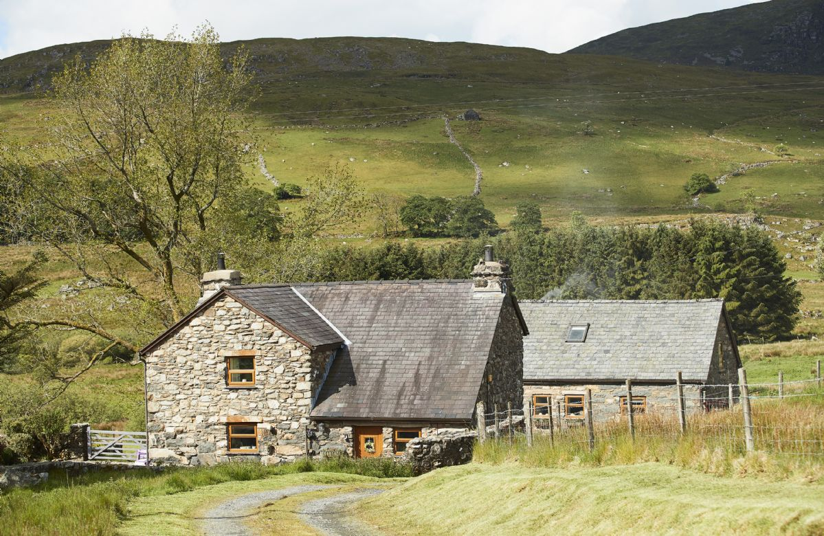 Ty Nant Cottage a holiday cottage rental for 6 in Capel Celyn,