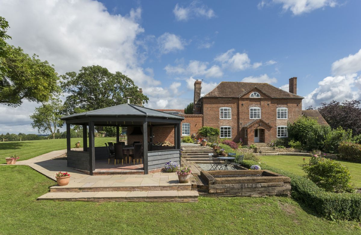 Broad Meadows Farmhouse a holiday cottage rental for 8 in Bayton,