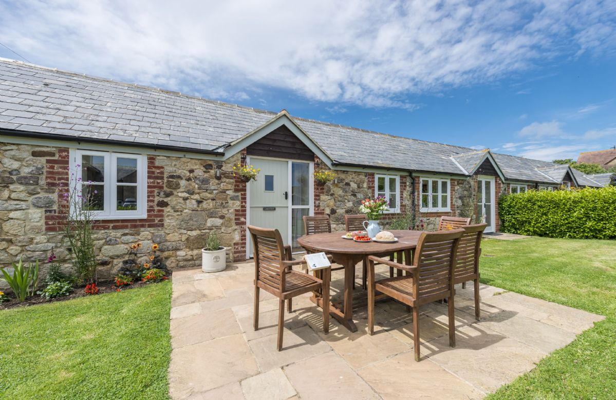 Chestnut Cottage a holiday cottage rental for 6 in Brook,