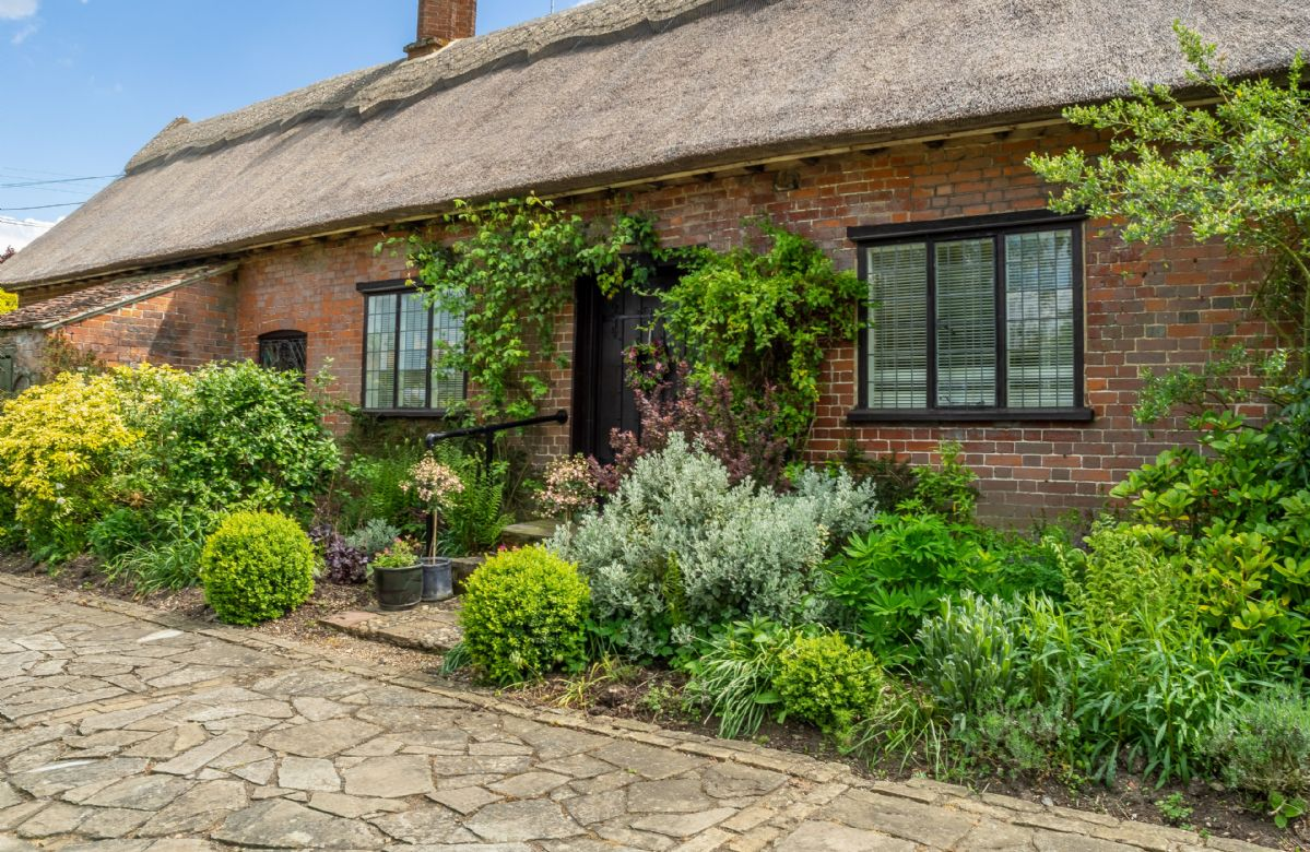 Ayres End Studio a holiday cottage rental for 2 in Kersey,