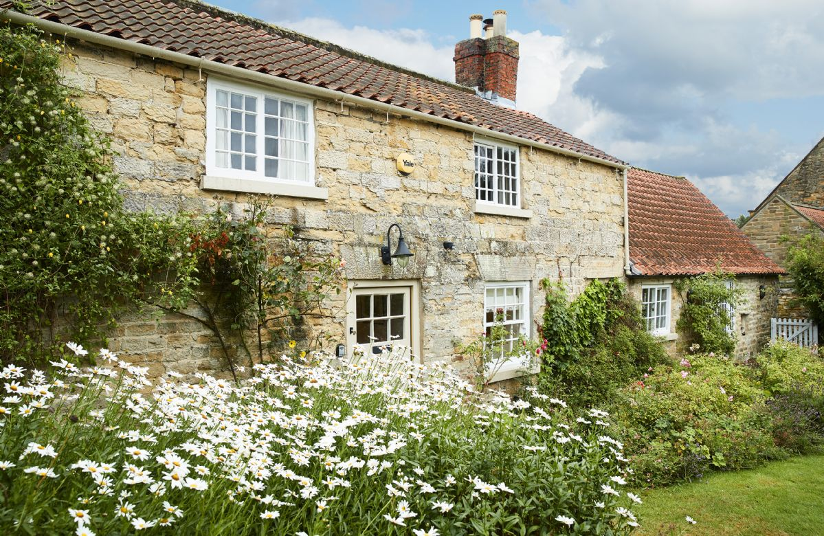 Coral Cottage a holiday cottage rental for 6 in Castle Howard,