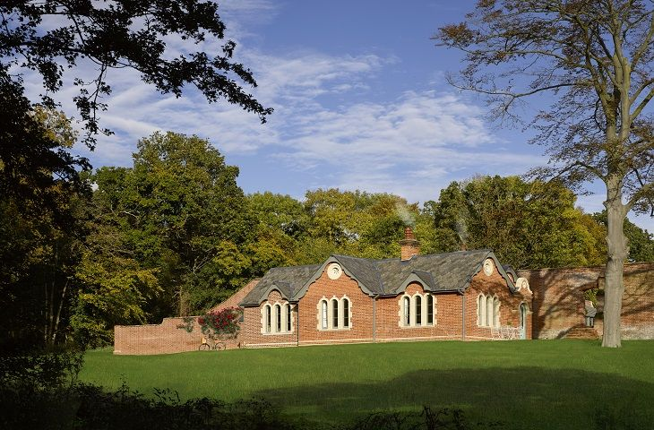 Garden Cottage a holiday cottage rental for 12 in Sibton Park,