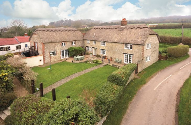 Champernhayes Farmhouse a holiday cottage rental for 8 in Wootton Fitzpaine,
