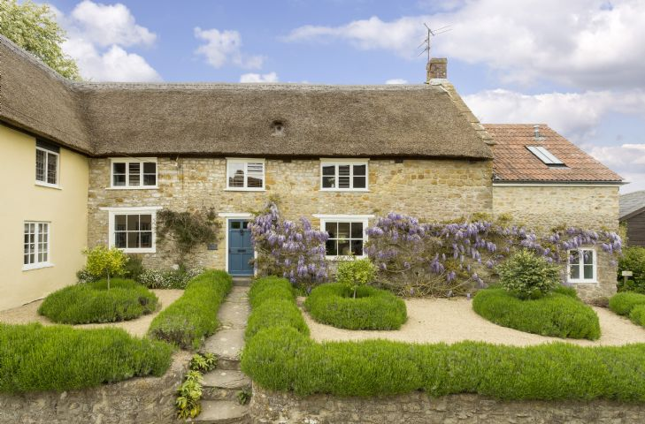 Myrtle Cottage a holiday cottage rental for 6 in Netherbury,