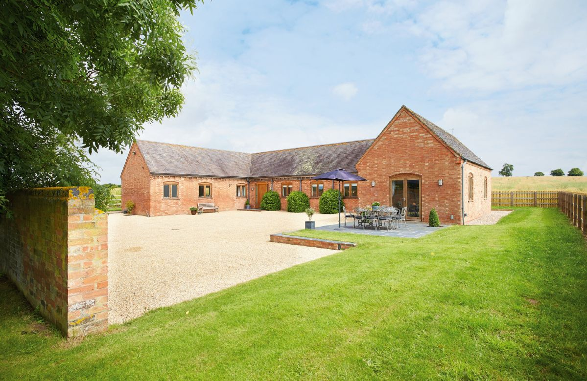 Furlong Barn a holiday cottage rental for 8 in Long Itchington,