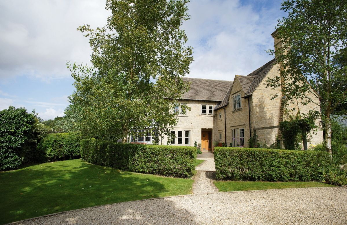 Hunter Court a holiday cottage rental for 8 in Clanfield,