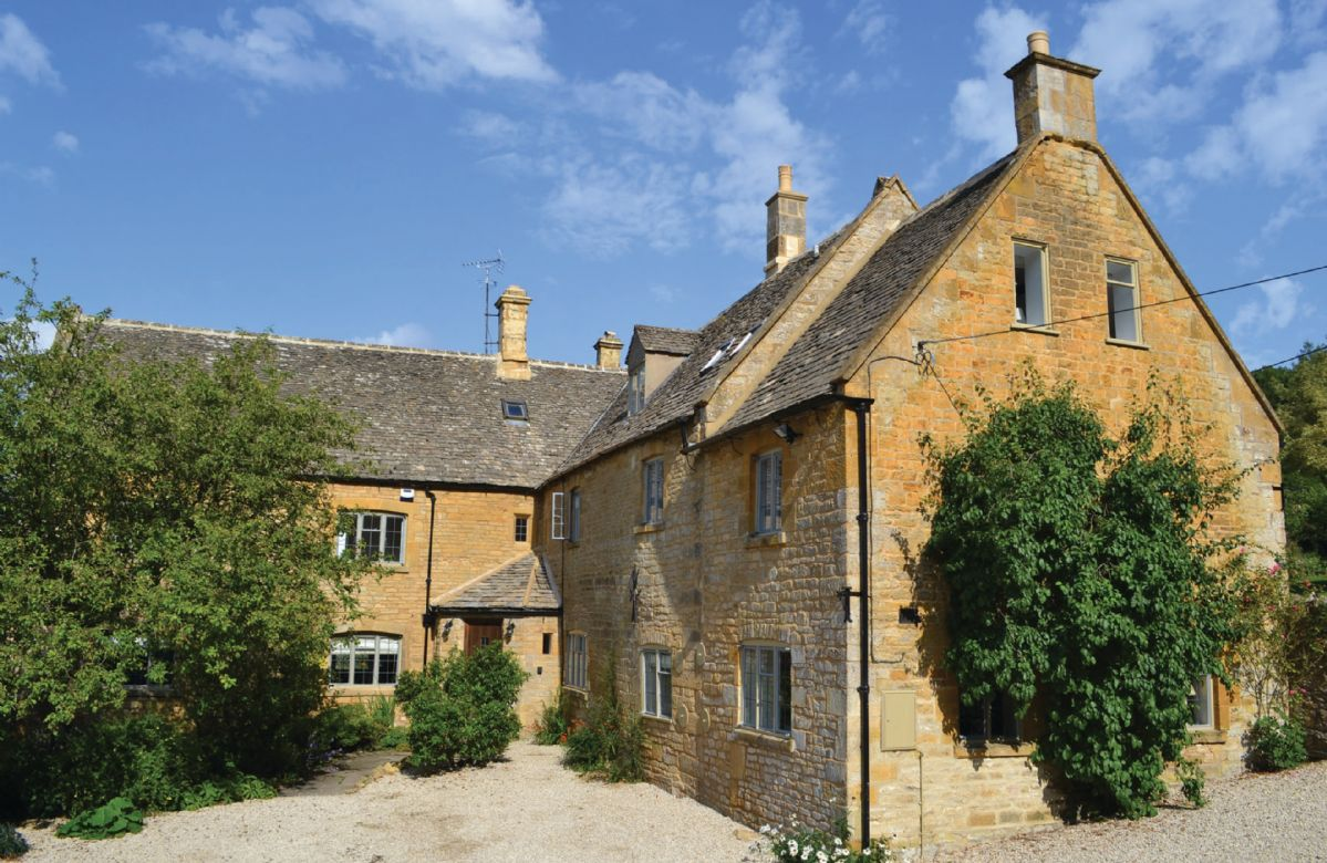 Oat Hill Farmhouse a holiday cottage rental for 16 in Snowshill,