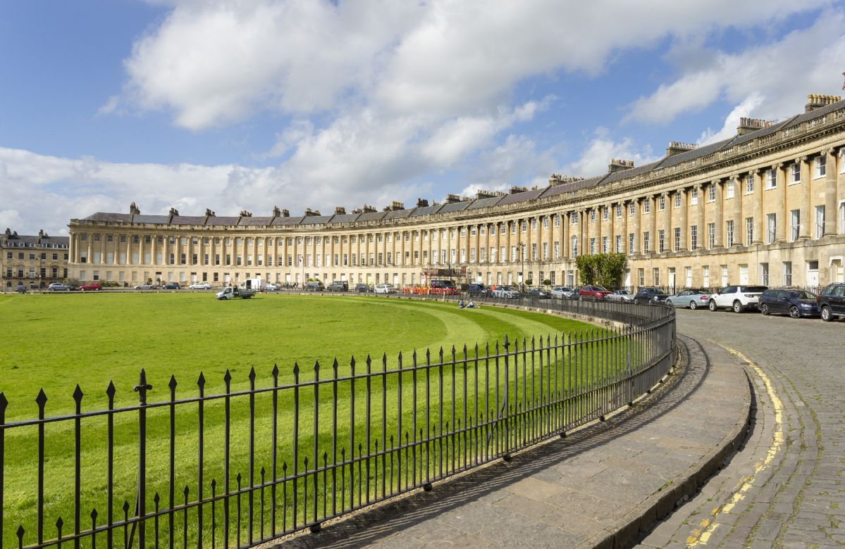 The Royal Crescent Garden Apartment a holiday cottage rental for 4 in Bath,