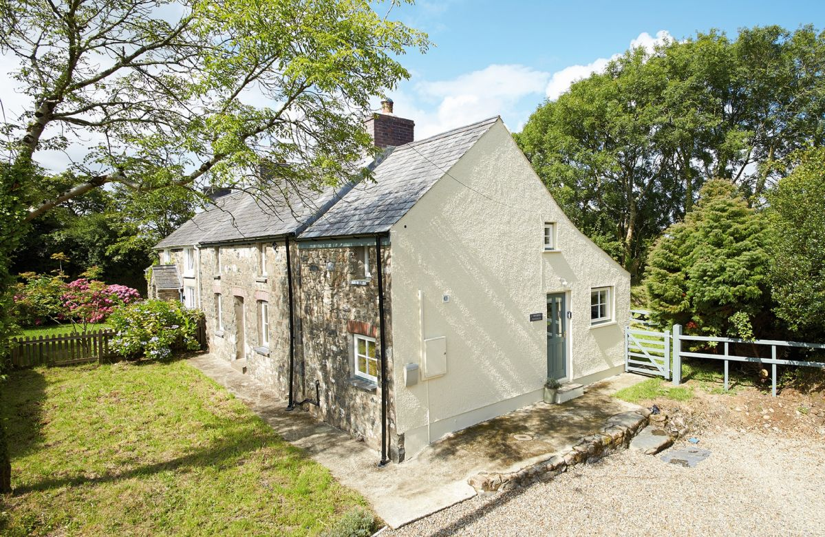 2 Tregroes Cottage a holiday cottage rental for 4 in Fishguard,
