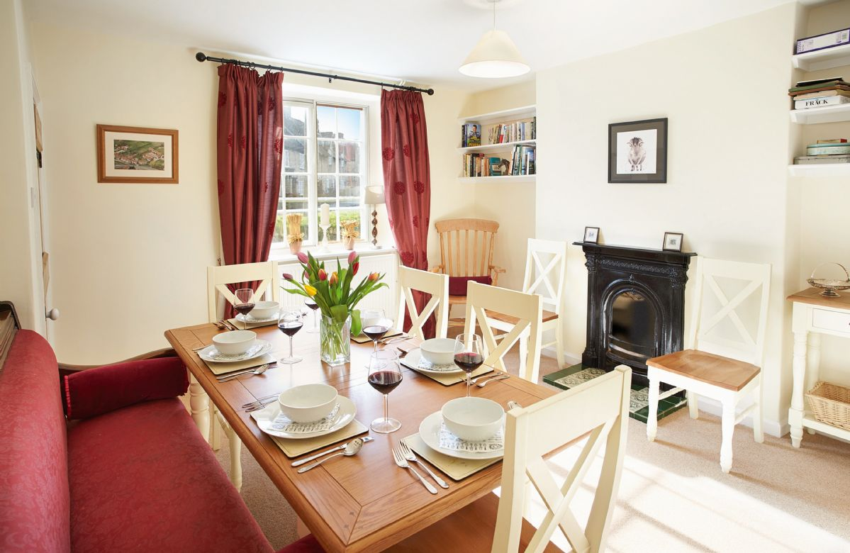 Harwood Cottage a holiday cottage rental for 6 in Hovingham,