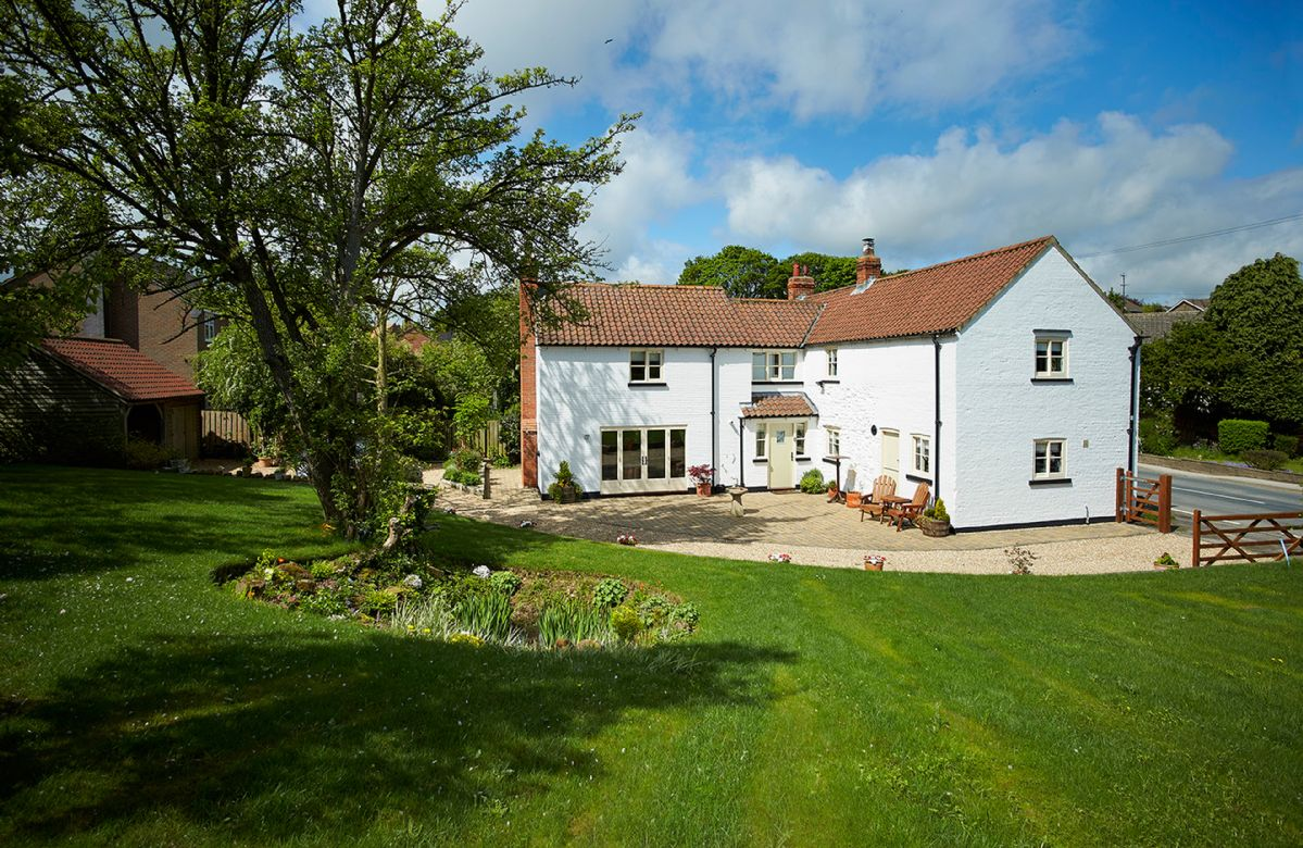 The White House a holiday cottage rental for 6 in Little Weighton,