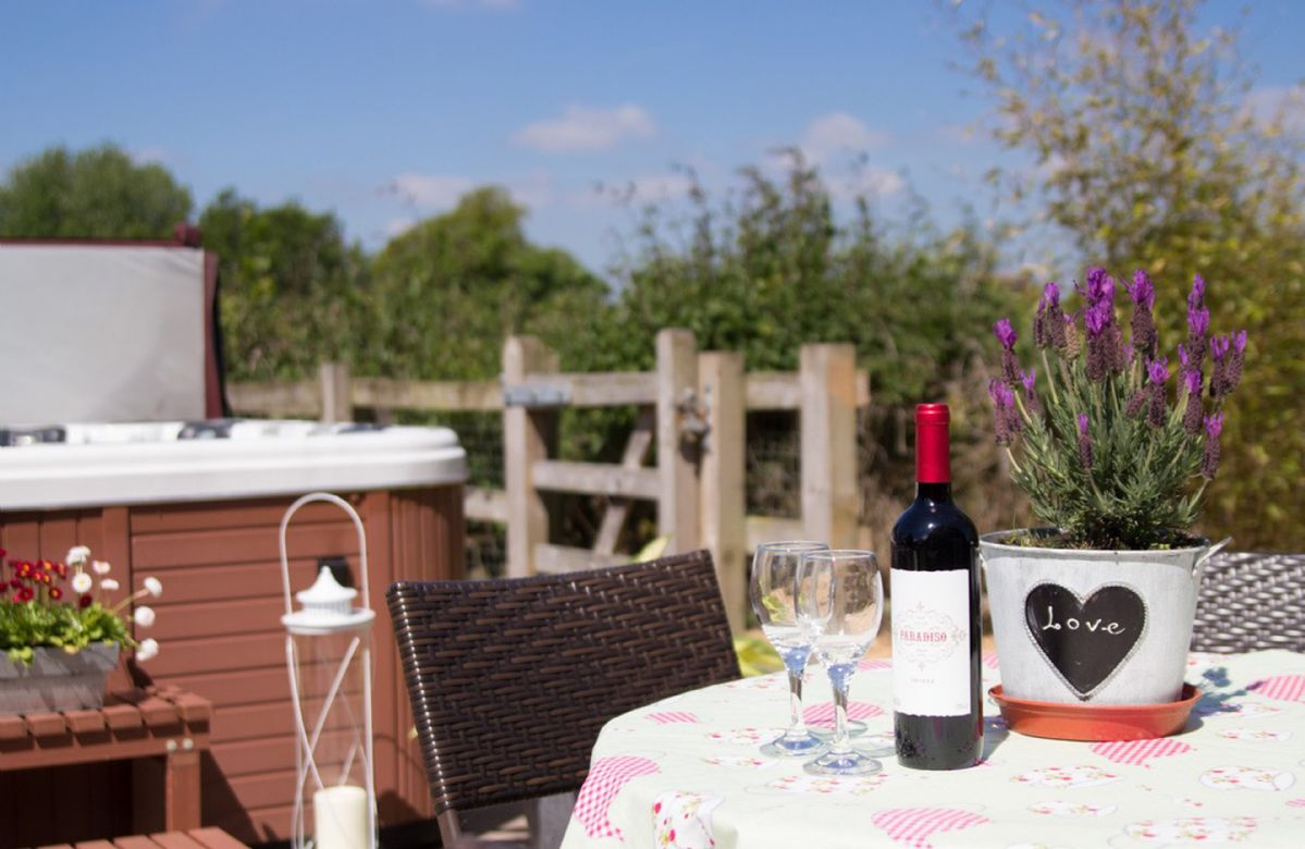 Curlew Cottage a holiday cottage rental for 6 in Lower Peover,