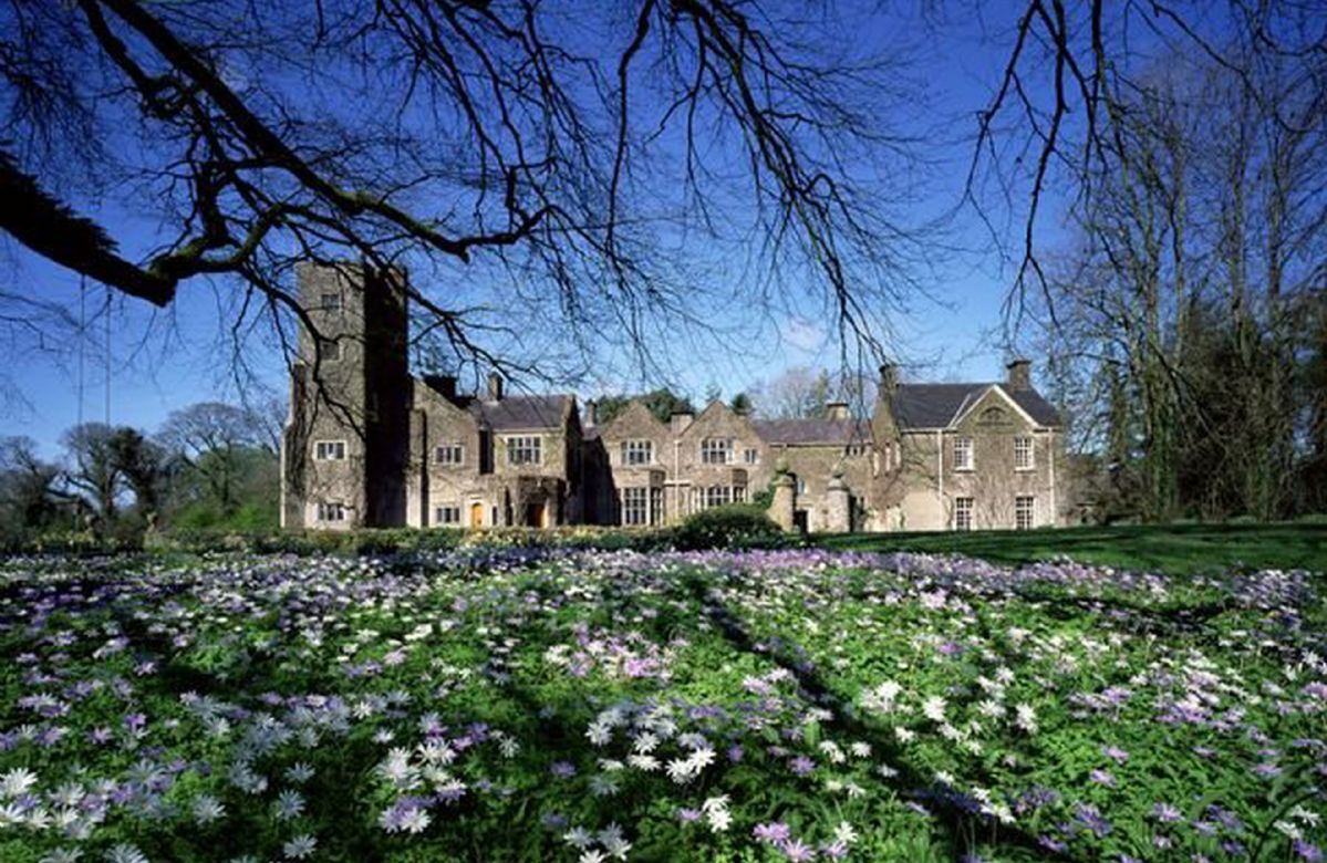 Belle Isle Castle a holiday cottage rental for 26 in Belle Isle Estate,