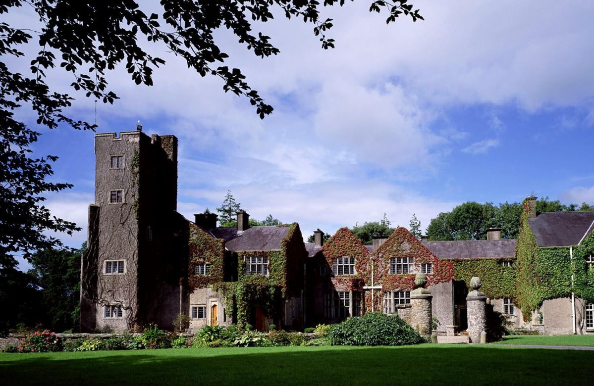 Belle Isle Castle - Hamilton Wing a holiday cottage rental for 16 in Belle Isle Estate,