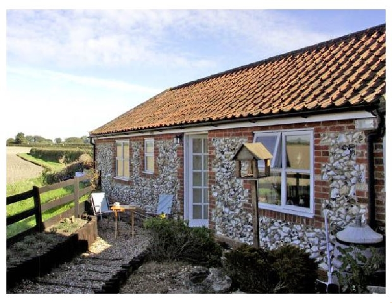 La Petite Maison a holiday cottage rental for 4 in Litcham,