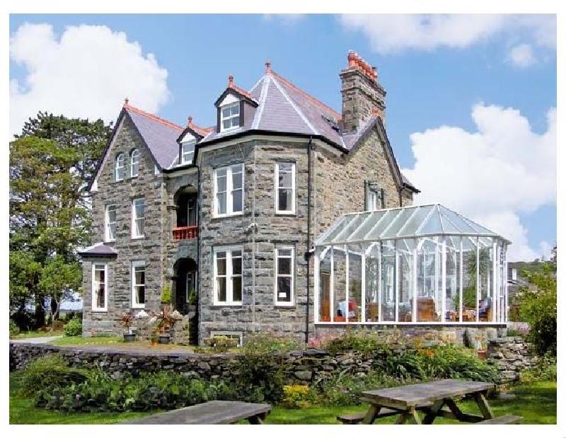 Pensarn Hall a holiday cottage rental for 15 in Llanbedr,