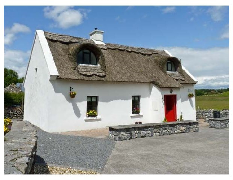 Ballyglass Thatched Cottage a holiday cottage rental for 6 in Curraghboy,
