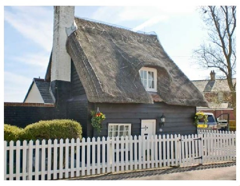 Little Thatch a holiday cottage rental for 4 in Walton-On-The-Naze,