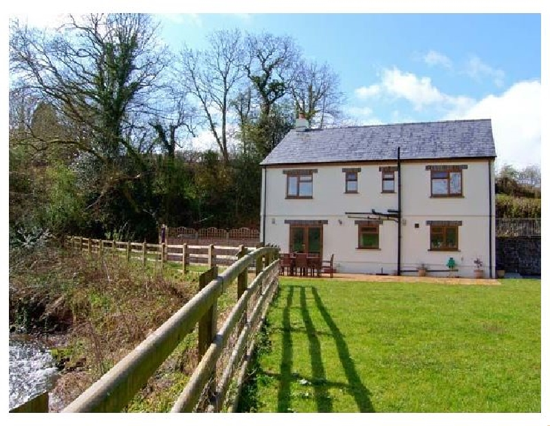 Cennen Lodge a holiday cottage rental for 8 in Llandeilo,