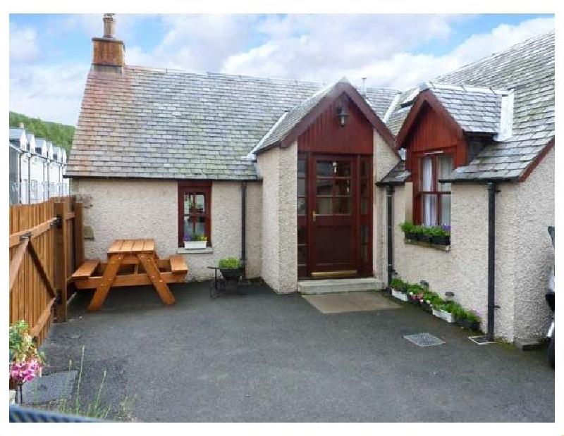 Castleton Cottage a holiday cottage rental for 2 in Braemar,