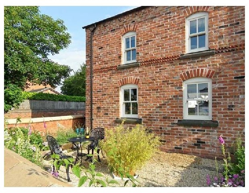 The Lodge at Cross Cottage a holiday cottage rental for 2 in Holt,