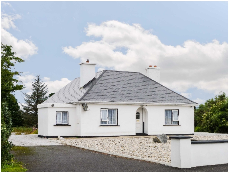 Carnmore Cottage a holiday cottage rental for 6 in Dungloe,