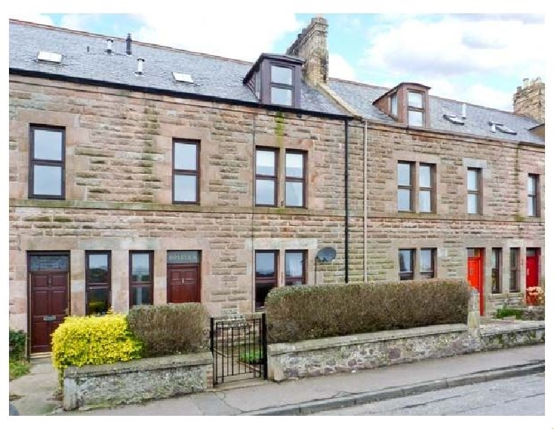 Roselea a holiday cottage rental for 8 in Eyemouth,