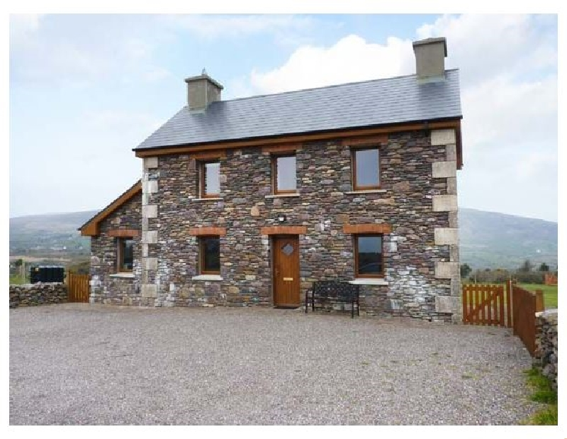 Brandon Holiday Home a holiday cottage rental for 7 in Cloghane,