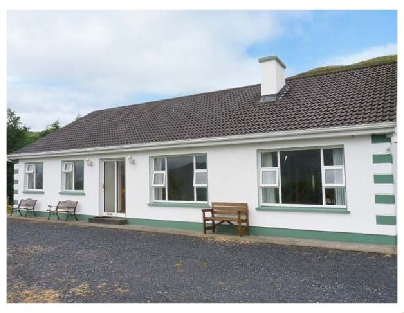 Radharc an Oilean a holiday cottage rental for 8 in Maam,