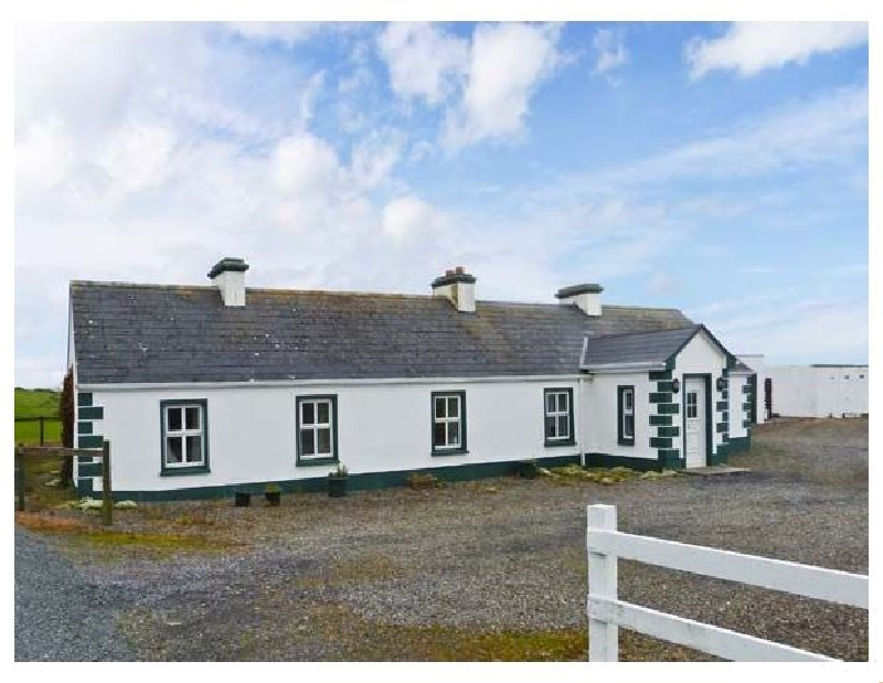 Green Fort Cottage a holiday cottage rental for 8 in Dromore West,