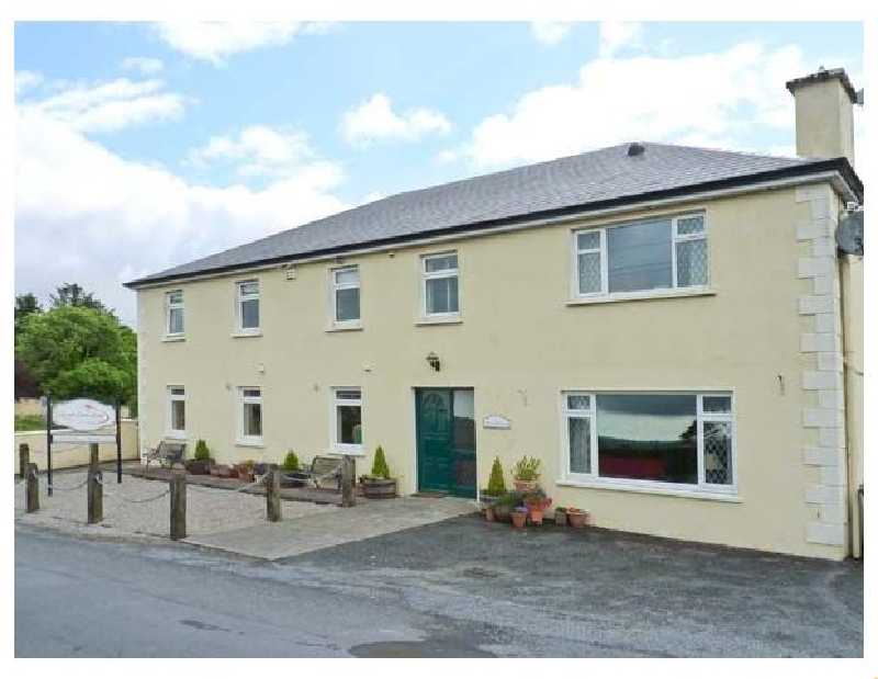 Lough Gara Lodge a holiday cottage rental for 13 in Monasteraden,