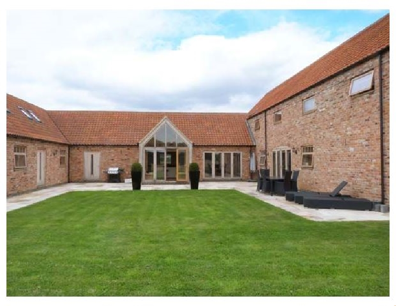Moor Farm Barns a holiday cottage rental for 16 in Lincoln,