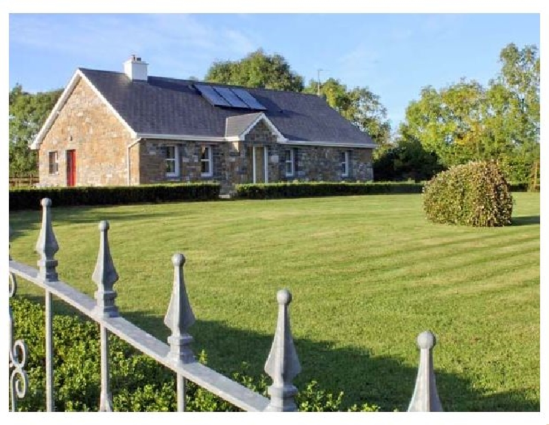 Grange Lodge a holiday cottage rental for 8 in Strokestown,