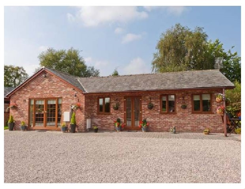 Wild Duck Lodge a holiday cottage rental for 4 in Mawdesley,