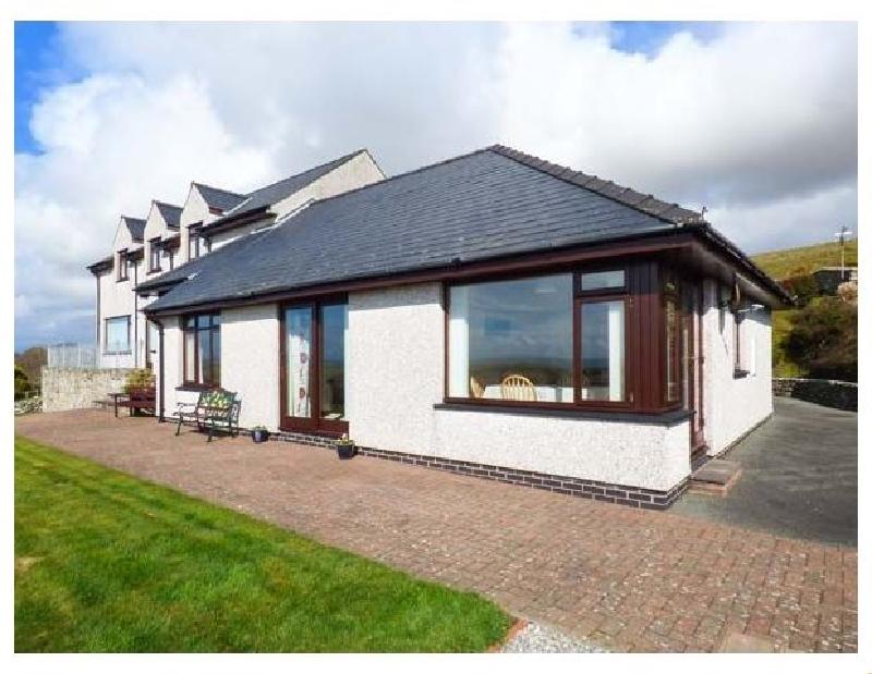 Bryn Coch Bach a holiday cottage rental for 4 in Dyffryn Ardudwy,