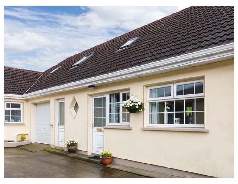 Ring Fort Cottage a holiday cottage rental for 7 in Ballinamuck,