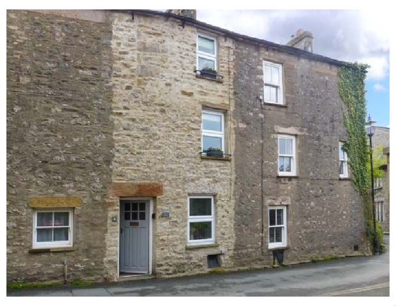 Back Cottage a holiday cottage rental for 4 in Kirkby Lonsdale,