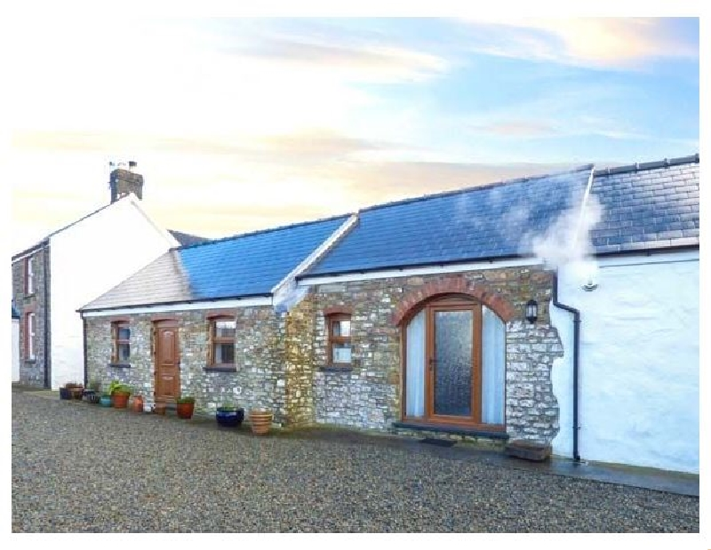 Lansker Cottage a holiday cottage rental for 4 in Haverfordwest,