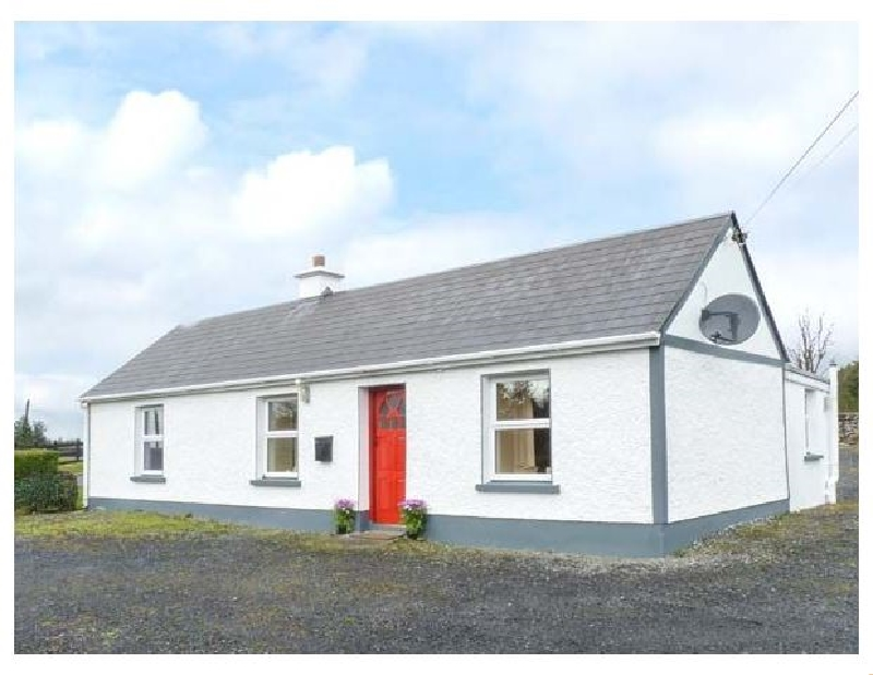 Doogara Cottage a holiday cottage rental for 4 in Ballaghaderreen,
