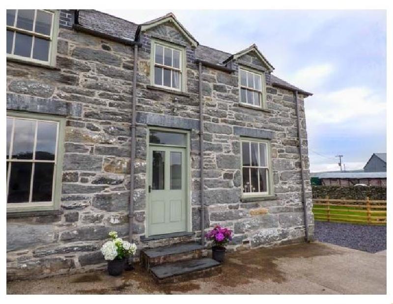 Waedog Bach a holiday cottage rental for 2 in Rhos-Y-Gwaliau,