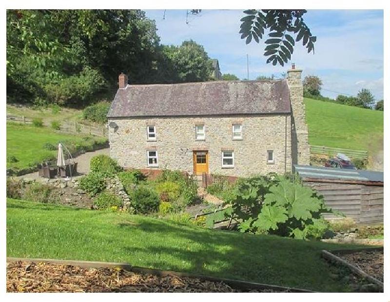 Cwmllechwedd Uchaf a holiday cottage rental for 8 in Llanilar,